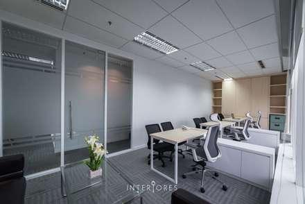 Ruang Direksi:  Kantor & toko by INTERIORES - Interior Consultant & Build