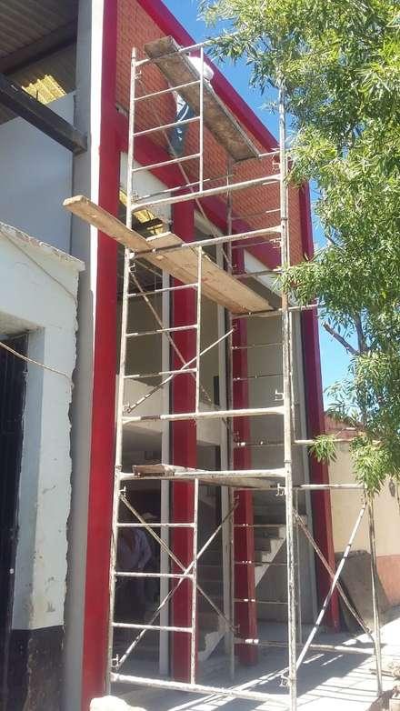 ประตูโรงรถ by DALSE Construccion & Remodelación