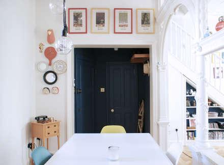 Entrance:  Corridor & hallway by CBO Architects
