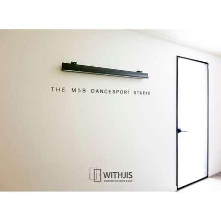 편개형 여닫이도어: WITHJIS INC.의  문