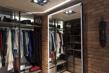 Diseño de interior y reforma en la Eixample de Barcelona: Vestidores de estilo moderno de Goian