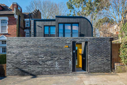 Darling House :  Detached home by The Crawford Partnership