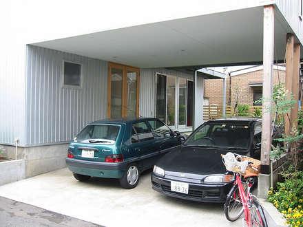Carport by ミナトデザイン1級建築士事務所