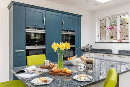 Mr & Mrs A, Camberley:  Built-in kitchens by Raycross Interiors