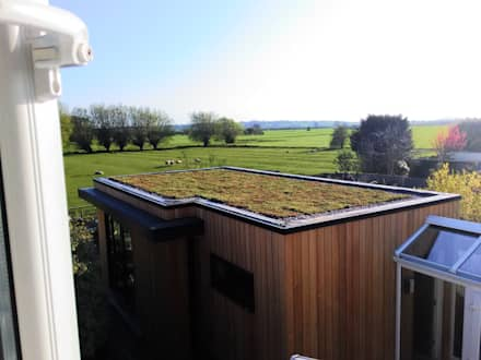 Green Roof:  Prefabricated home by Building With Frames