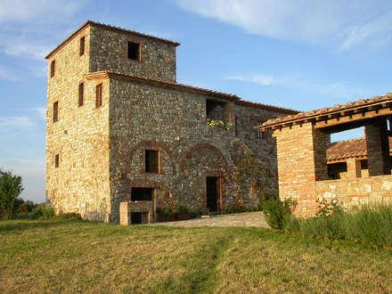 GABBRO : Casa di campagna in stile  di cristianavannini | arc