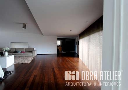 Projeto chave na mão visualização interior: Salas de estar campestres por OBRA ATELIER - Arquitetura & Interiores