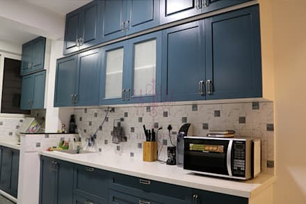 2 BHK Apartment of Mr Santosh Nambiath Bangalore:  Built-in kitchens by Cee Bee Design Studio