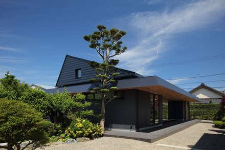 緩やかな大屋根: (株)建築デザイン研究所が手掛けた屋根です。