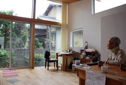 Ventanas de PVC de estilo  por 丸菱建築計画事務所 MALUBISHI ARCHITECTS