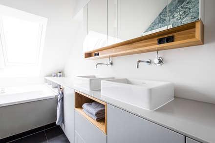 Penthouse Maxvorstadt: moderne Badezimmer von BESPOKE GmbH // Interior Design & Production