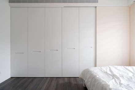 小孩房衣櫃:  嬰兒/兒童房 by Moooi Design 驀翊設計