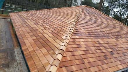 Cedar Shingle Tiles:  Wooden houses by Building With Frames