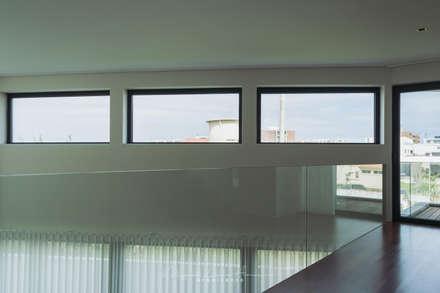 moradia LC: Janelas   por miguel lima amorim - arquitecto - arquimla