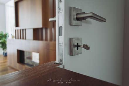moradia LC: Portas  por miguel lima amorim - arquitecto - arquimla