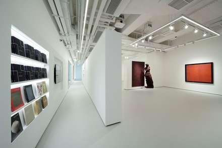 Salones de eventos de estilo  por FINGO DESIGN & ASSOCIATES LTD.