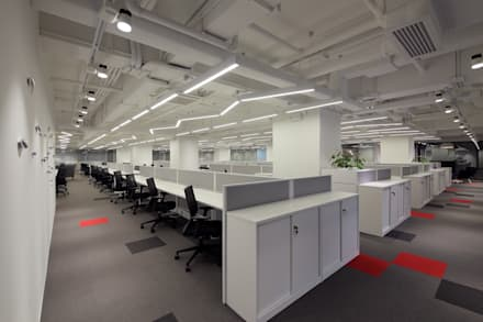 Open Office Area:  Offices & stores by FINGO DESIGN & ASSOCIATES LTD.