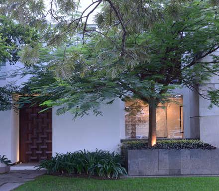Nhà gia đình by Stuen Arquitectos