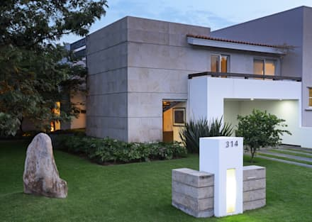 Single family home by Stuen Arquitectos
