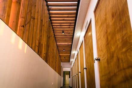 Terraza Oficinas Fuentes, Antofagasta: Oficinas y Comercios de estilo  por Estudio Intu