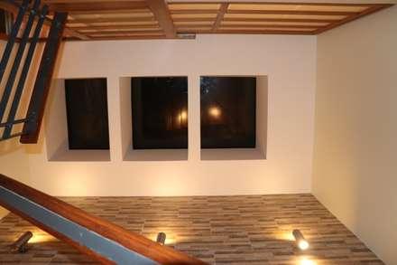 Claraboyas: Escaleras de estilo  por Dharma Arquitectura