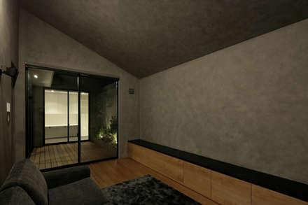 サブリビング|三鷹の家: U建築設計室が手掛けた壁です。