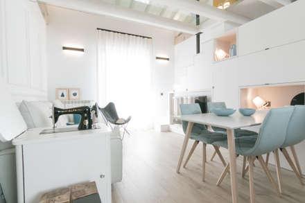 SALON-COMEDOR: Salones de estilo ecléctico de COCINOBRA