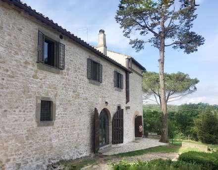 Miglioramento sismico: Casa di campagna in stile  di Laura Pistoia architetto