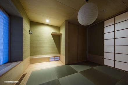 灯の家(とうのいえ)(La casa alumbrada): アグラ設計室一級建築士事務所 agra design roomが手掛けた和室です。