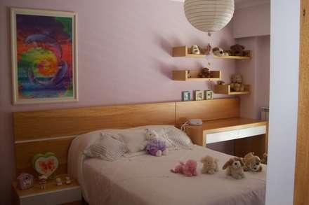 dormitorio: Habitaciones de niñas de estilo  de Romina Sirianni