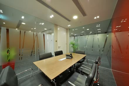 Meeting Room:  Offices & stores by FINGO DESIGN & ASSOCIATES LTD.