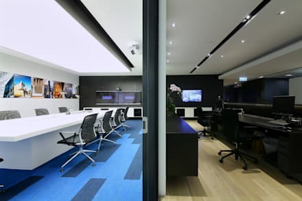 Conference Room & Reception:  Offices & stores by FINGO DESIGN & ASSOCIATES LTD.
