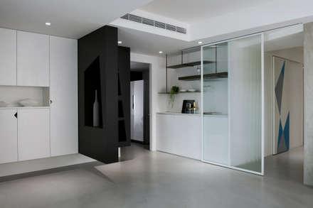 12.F:  客廳 by 寓子設計