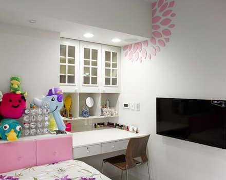 Girls Bedroom by 愛上生活室內設計
