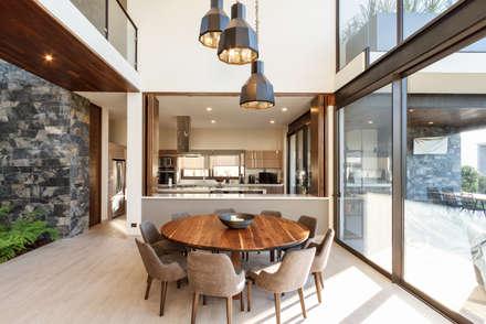 Comedor: Comedores de estilo moderno por Loyola Arquitectos