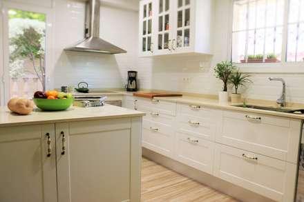 مطبخ ذو قطع مدمجة تنفيذ KIBAC DISSENY SL