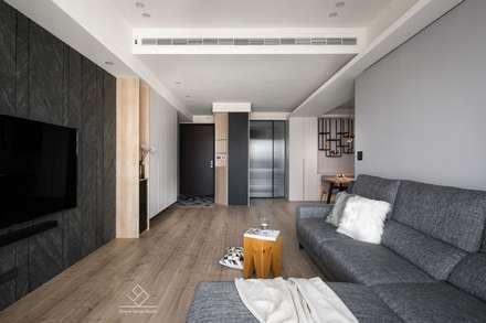 廚房拉門:  走廊 & 玄關 by 極簡室內設計