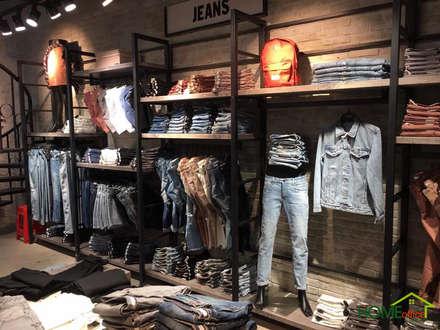 Shop thời trang nam Oz Homeland:  Phòng thay đồ by Home Office