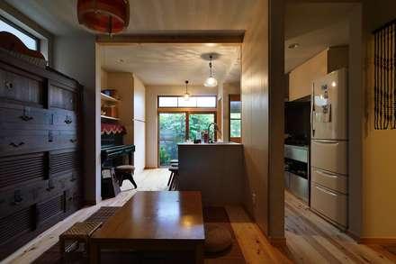昭和ガラスの家、LDK: みゆう設計室が手掛けたダイニングです。