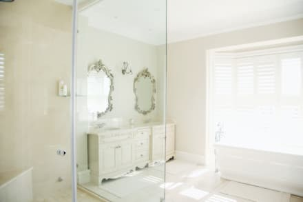 Saddlebrook Estate: classic Bathroom by Vision Tribe
