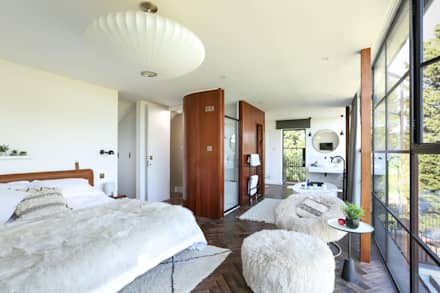 Greenacre: eclectic Bedroom by Martins Camisuli Architects