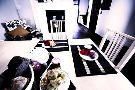 Apartamento Costa Nova: Salas de jantar clássicas por Clover and Rose