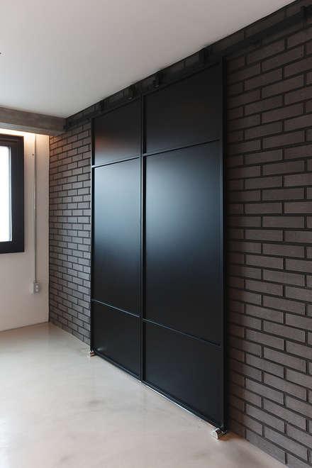 Doors by 미우가 디자인 스튜디오