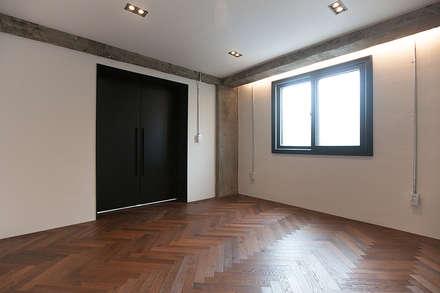 원룸도 멋진 주거공간이 될 수 있다.: 미우가 디자인 스튜디오의  침실