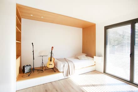 Dormitorio juvenil: Dormitorios infantiles de estilo escandinavo de Laia Ubia Studio