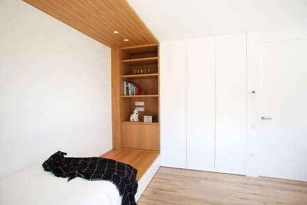 Dormitorio: Dormitorios infantiles de estilo escandinavo de Laia Ubia Studio