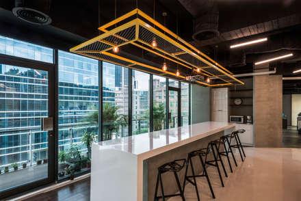 Tòa nhà văn phòng by 亞卡默設計有限公司