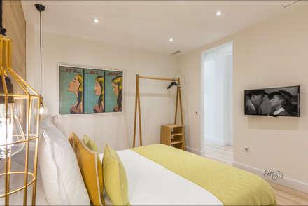 Loft en Málaga Centro Histórico : Dormitorios de estilo industrial de Hansen Properties
