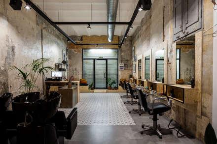 Salón: Espacios comerciales de estilo  de Triangle Studio