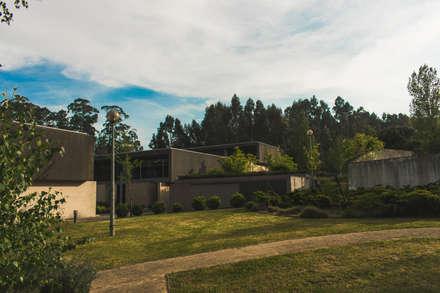 P008: Condomínios  por Helder Coelho - Arquitecto, Lda